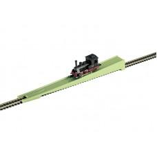 מתקן עזר להצבת קטרים וקרונות על מסילה