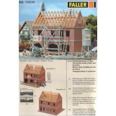 בית מגורים דו-משפחתי בבניה